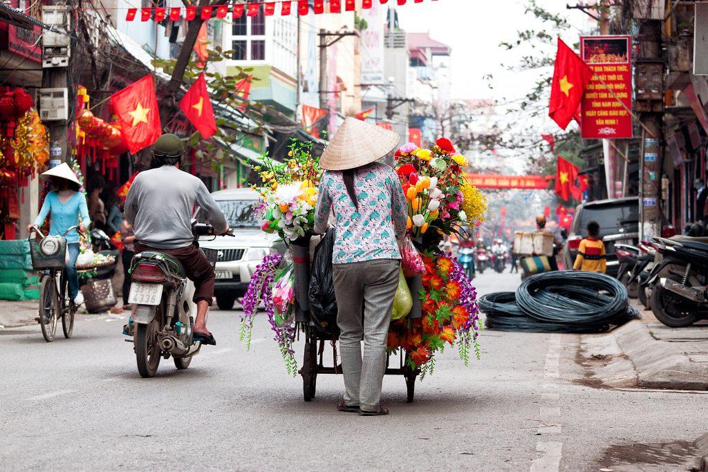 Straßenhändlerin in Hanoi, Vietnam