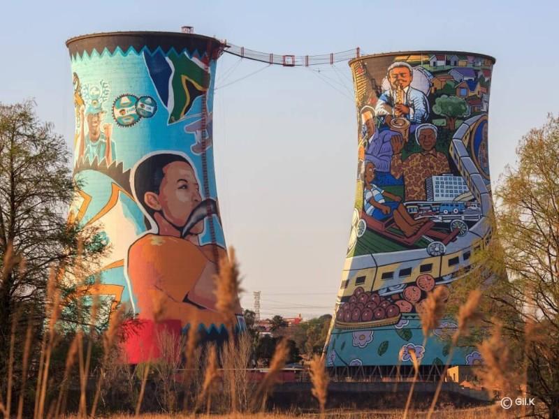 Südafrika Johannesburg Soweto Towers Street Art